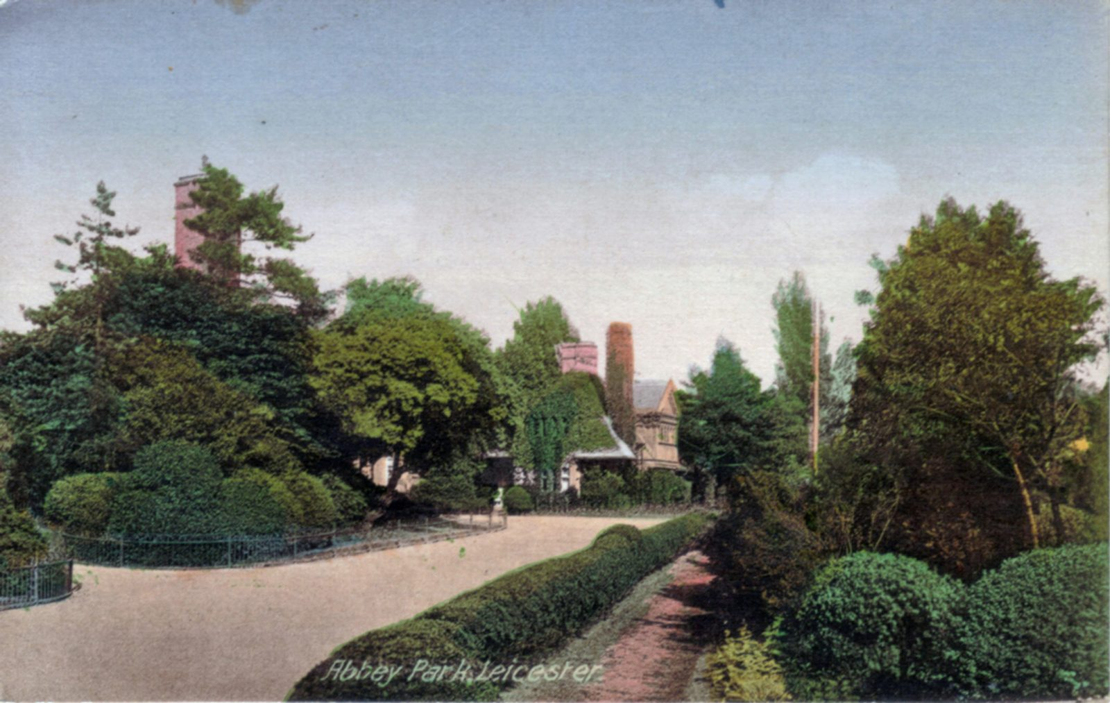 Abbey Park, Leicester. 1901-1920: Broad walk leading to entrance gates. Franked 1926 (File:1015)