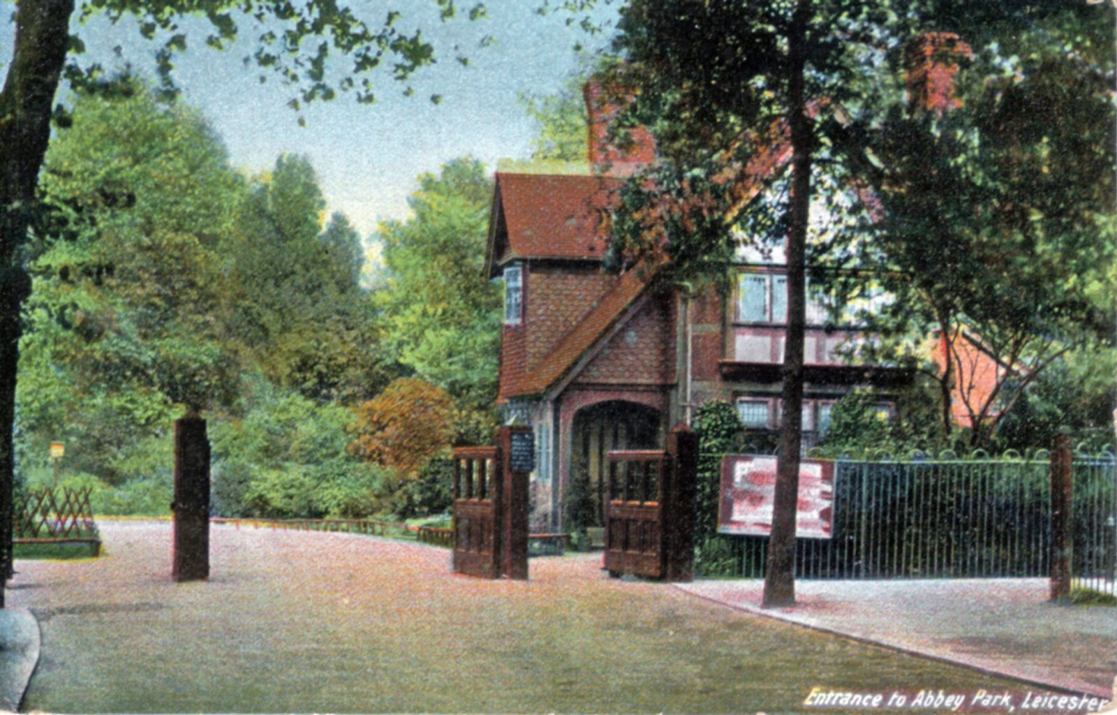 Abbey Park, Leicester. 1901-1920: Entrance gates with lodge house. (File:1016)
