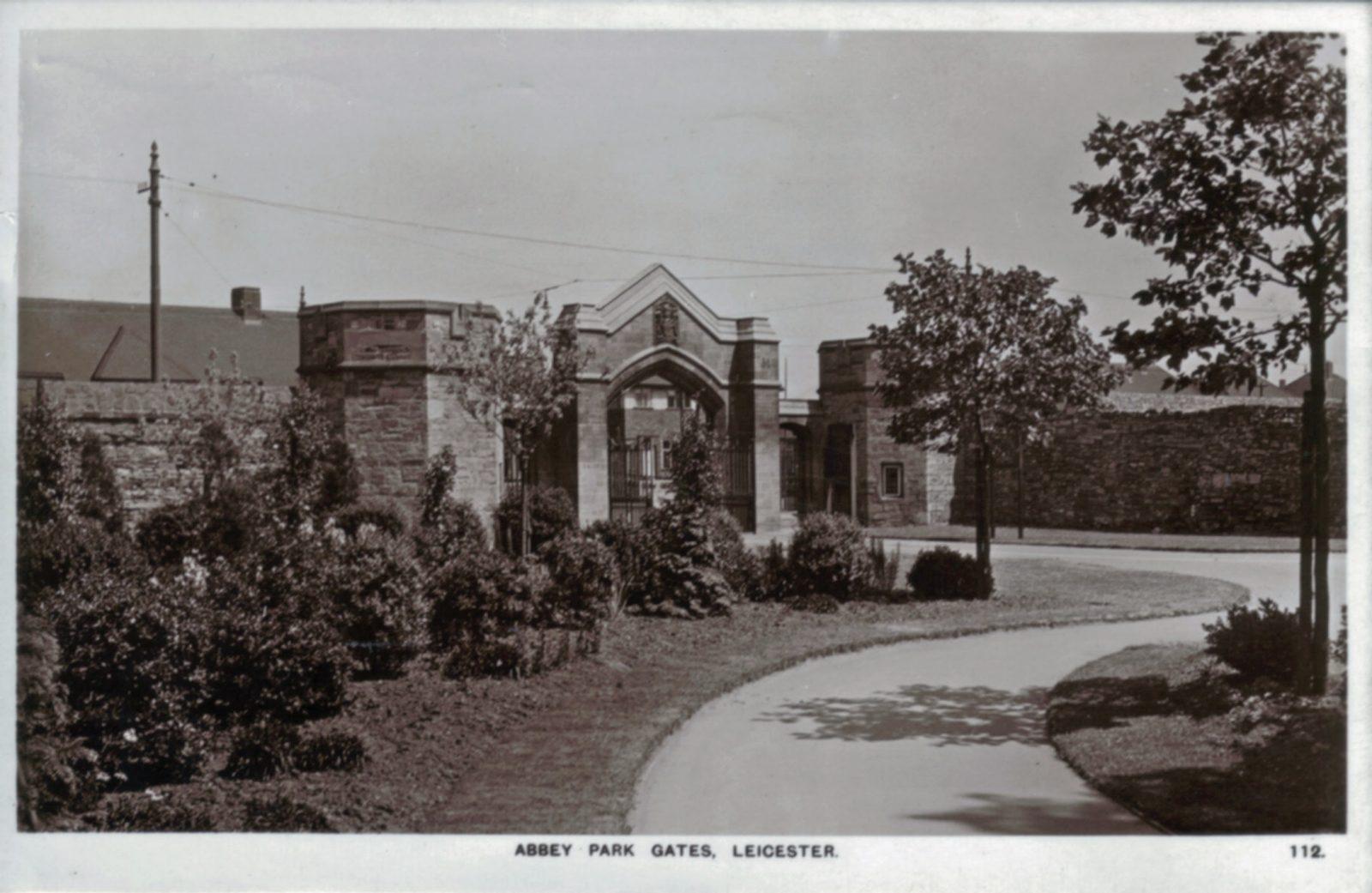 Abbey Park, Leicester. 1941-1960: Entrance gates (different entrance). Franked 1950 (File:1019)