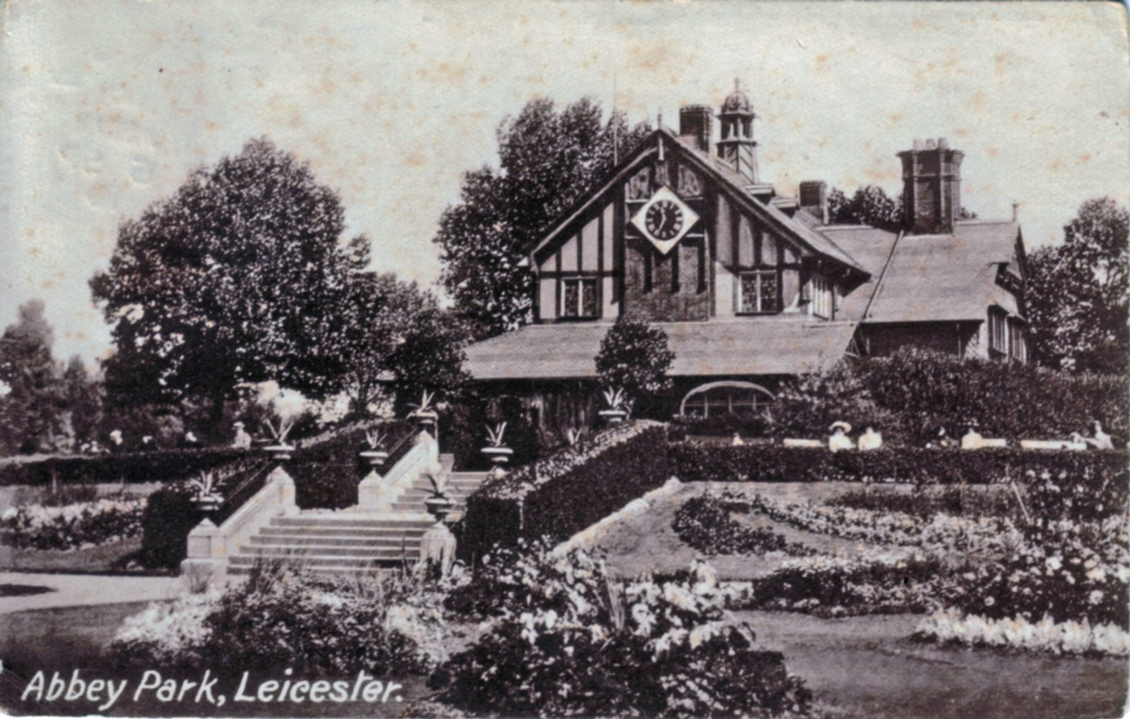 Abbey Park, Leicester. Undated: Pavilion and carpet bedding. Franked 1919 (File:1024)