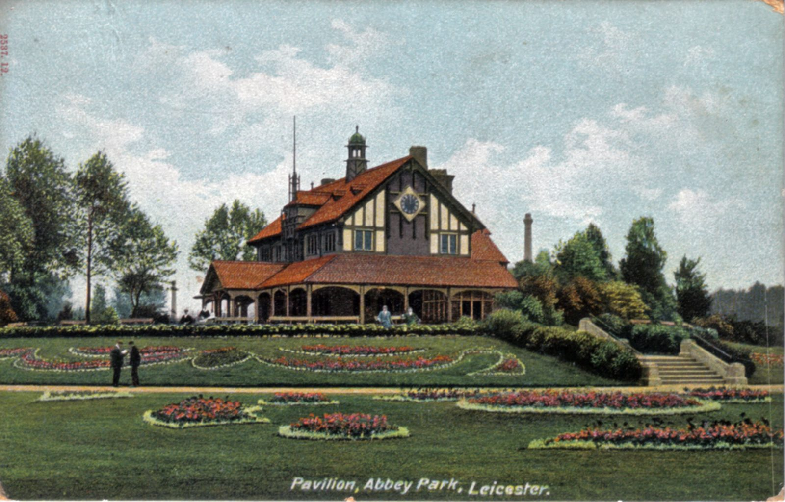 Abbey Park, Leicester. 1901-1920: Pavilion and carpet bedding. Franked 1905 (File:1025)