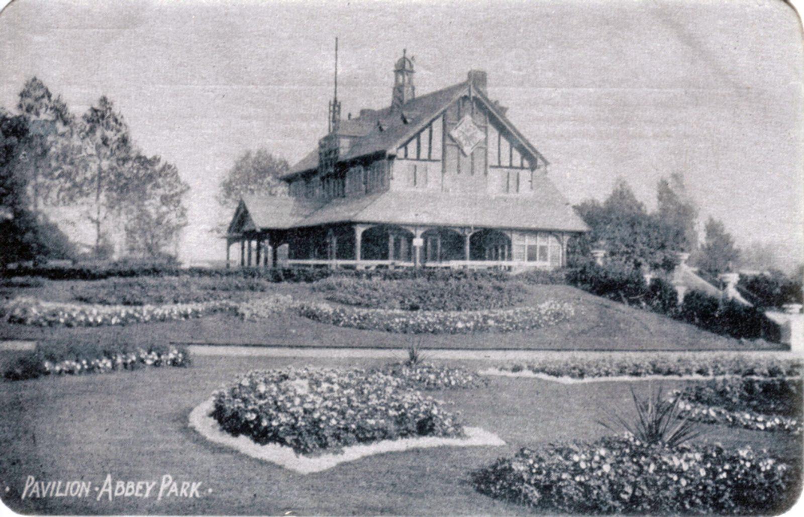 Abbey Park, Leicester. 1901-1920: Pavilion and carpet bedding. (File:1028)