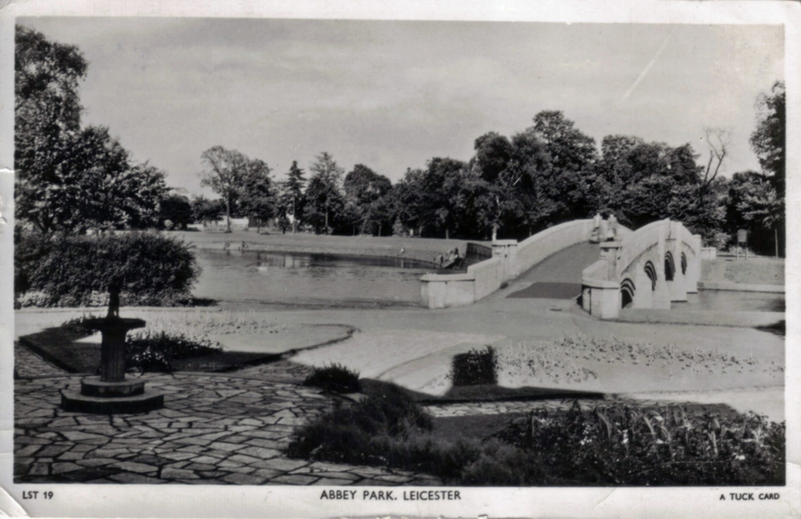 Abbey Park, Leicester. 1941-1960: Lake and bridge. Franked 1951 (File:1029)