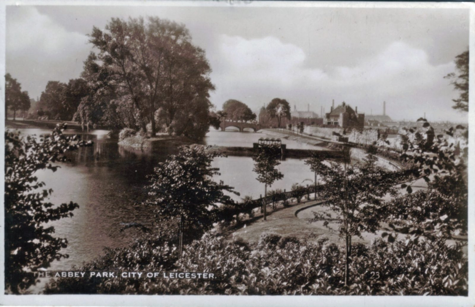 Abbey Park, Leicester. 1921-1940: The lake and River Soar. Distant bridge. Franked 1936 (File:1041)