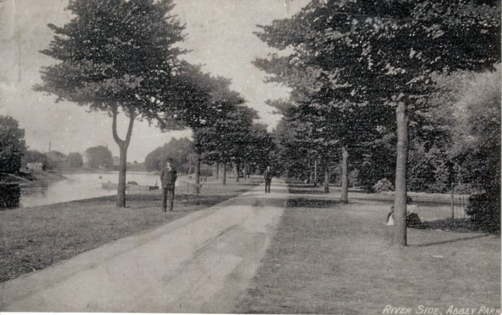 Abbey Park, Leicester. 1901-1920: Riverside walk with figures. Franked 1904 (File:1047)