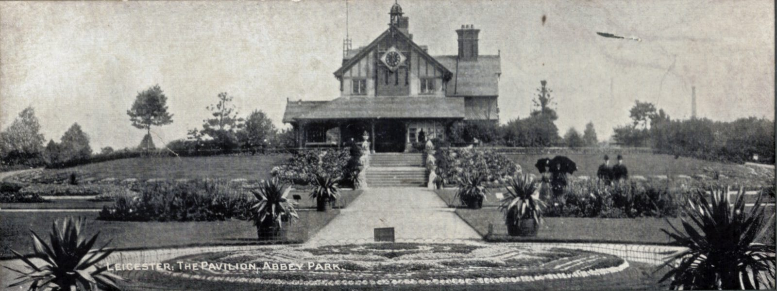 Abbey Park, Leicester. Pre 1900: The Pavilion and carpet bedding. Panoramic image. Franked 1907 (File:1049)