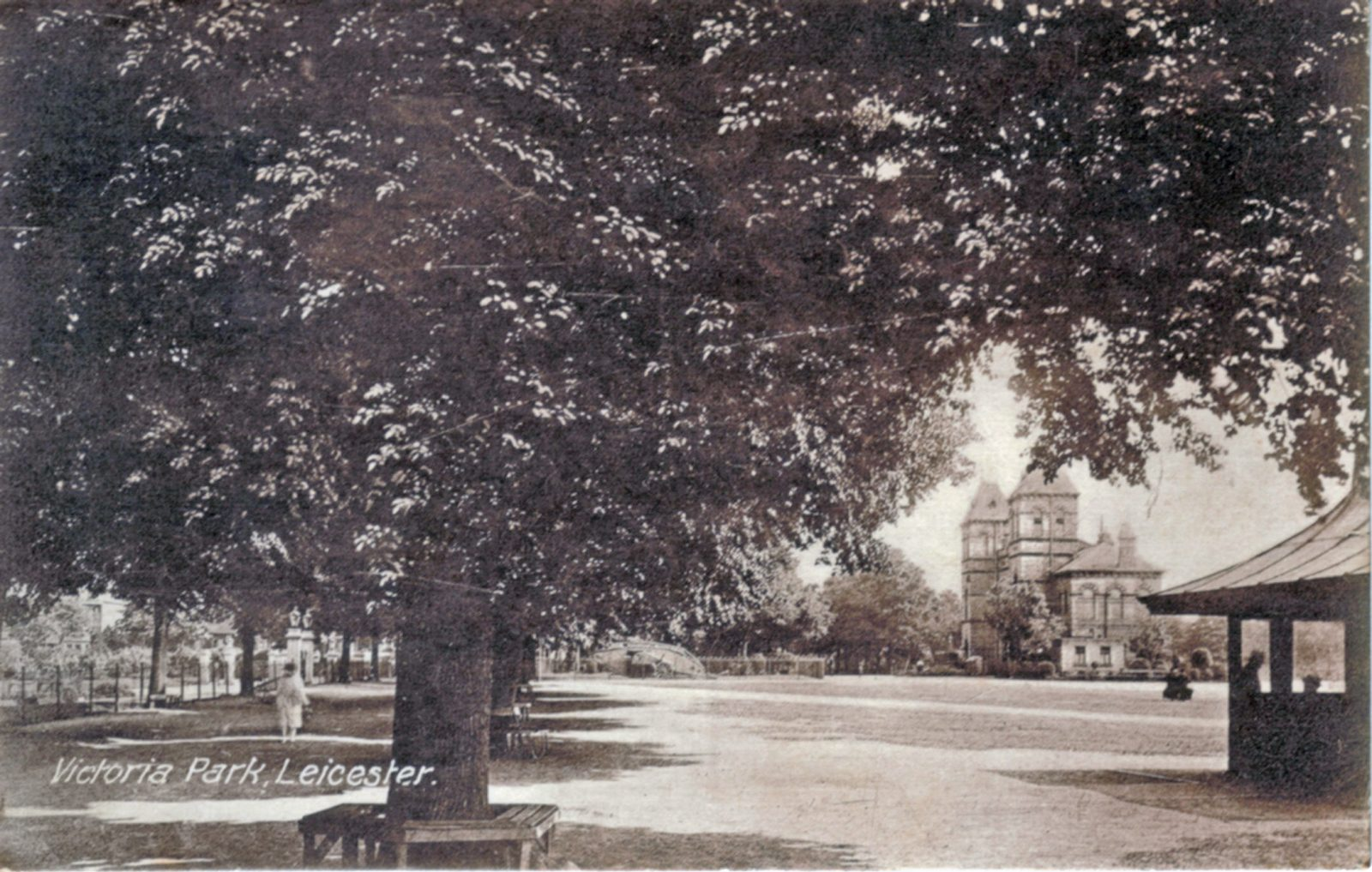 Victoria Park, Leicester. 1901-1920: Broad walk with pavilion. Posted 1918-21 (File:1068)
