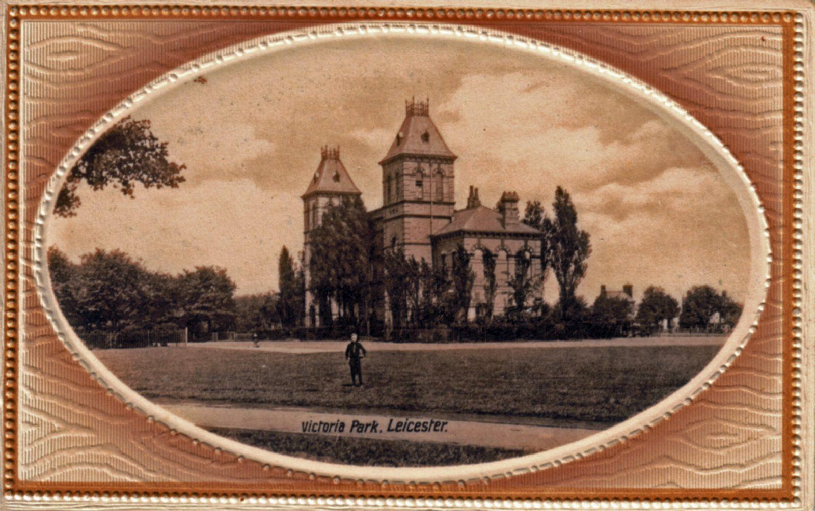 Victoria Park, Leicester. 1901-1920: Pavilion, framed. Boy in foreground. (File:1075)