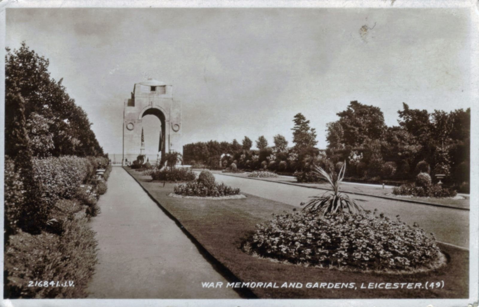 Victoria Park, Leicester. 1921-1940: Formal gardens leading to War Memorial. Franked 1938 (File:1080)