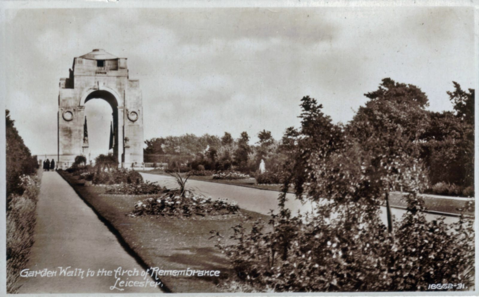 Victoria Park, Leicester. 1921-1940: Formal gardens leading to War Memorial. (File:1082)