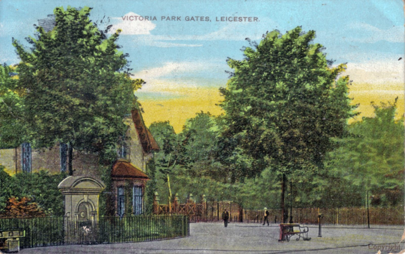 Victoria Park, Leicester. 1901-1920: Entrance Gates. Posted 1904-1910 (File:1084)
