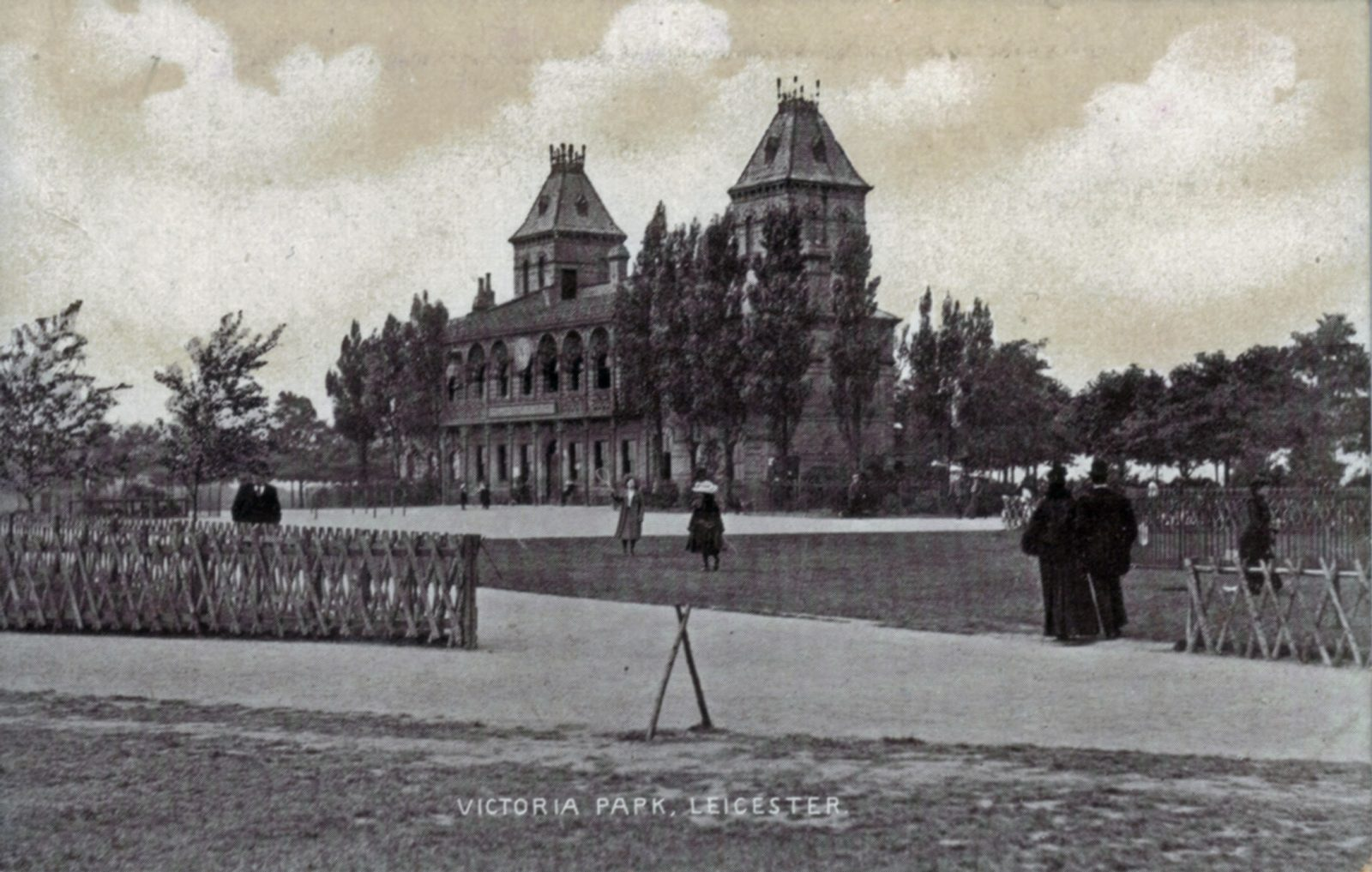 Victoria Park, Leicester. 1901-1920: Pavilion and rustic fences. People walking. (File:1085)