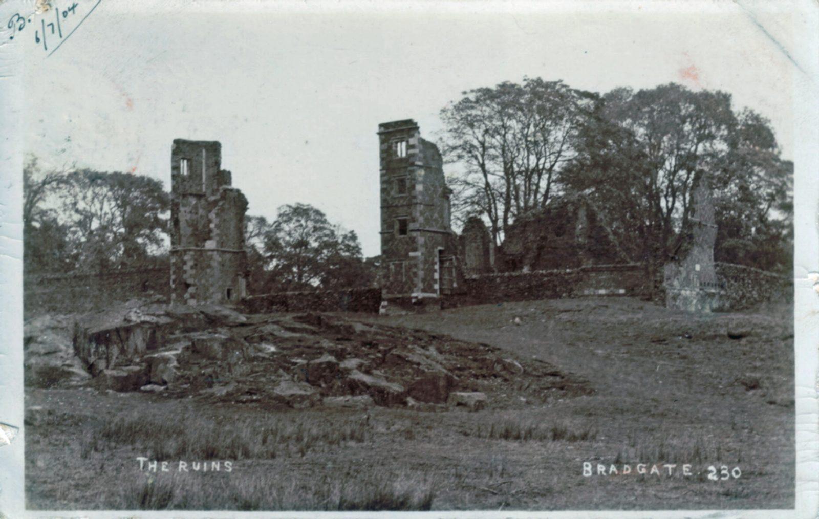 Bradgate Park, Leicester. 1901-1920: Ruins of Bradgate House. Franked 1904 (File:1126)
