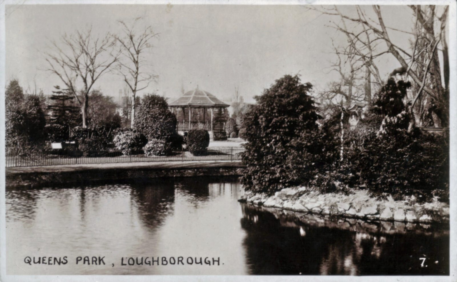 Queens Park, Loughborough. 1941-1960: The Lake with bandstand in the background. Franked 1947 (File:1137)