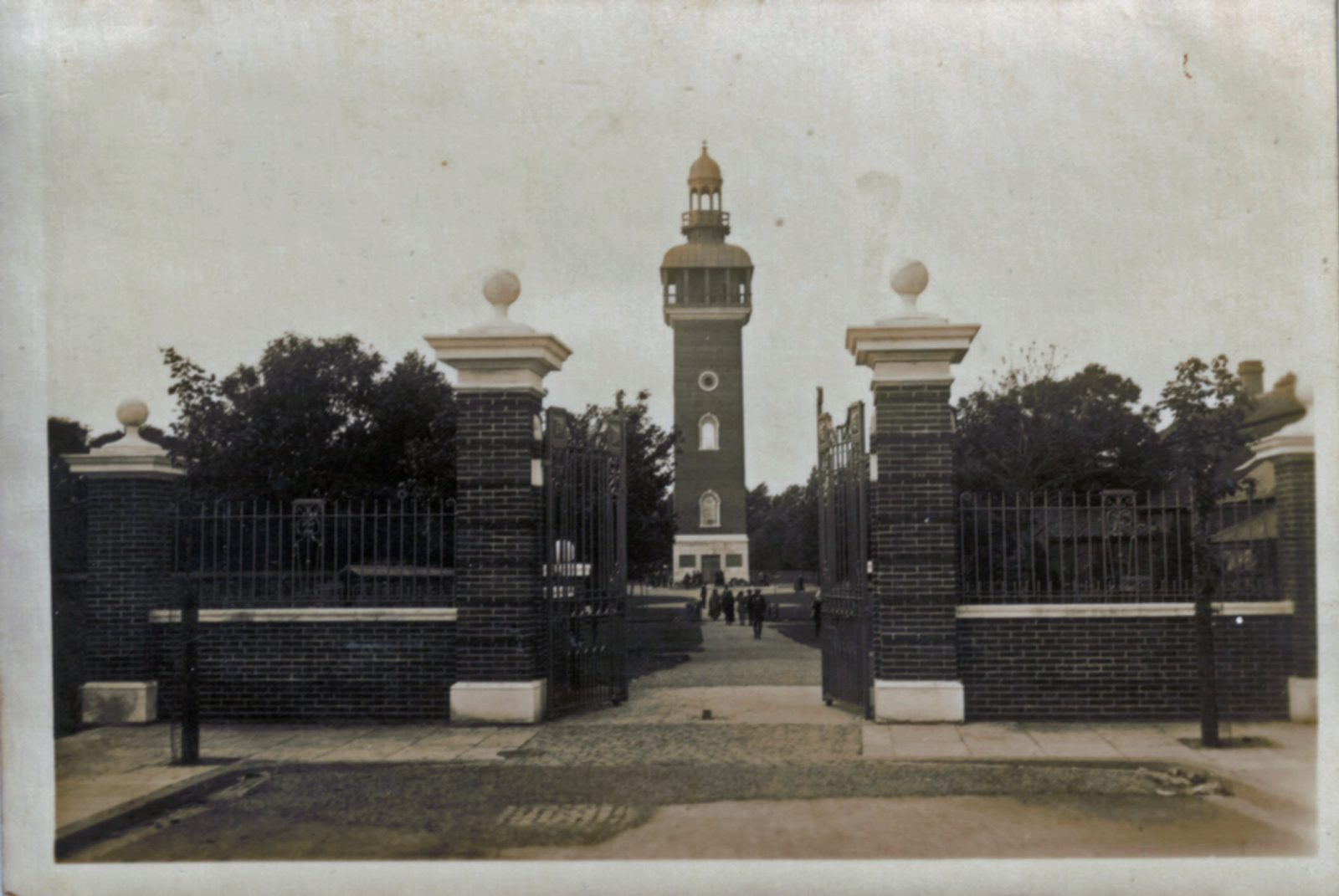 Queens Park, Loughborough. 1921-1940: Entrance Gates and Carillon Tower. (File:1140)