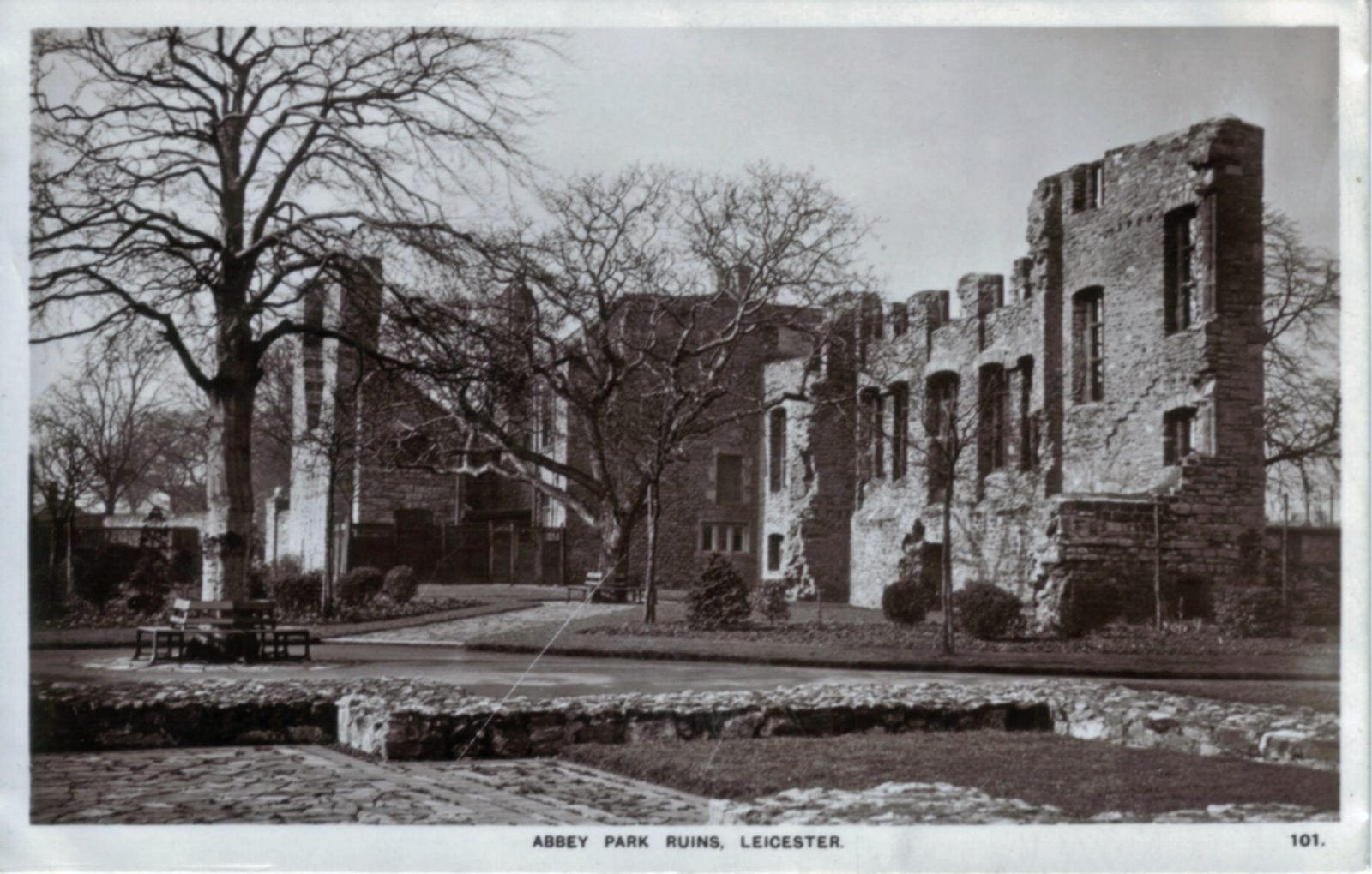 Abbey Park, Leicester. Undated: Ruins. Posted 1941-50 (File:1184)