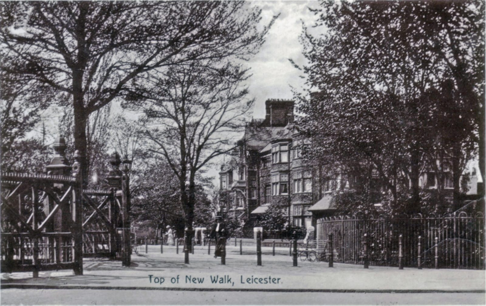 New Walk, Leicester. 1901-1920: Top of New Walk. Franked 1914 (File:1192)