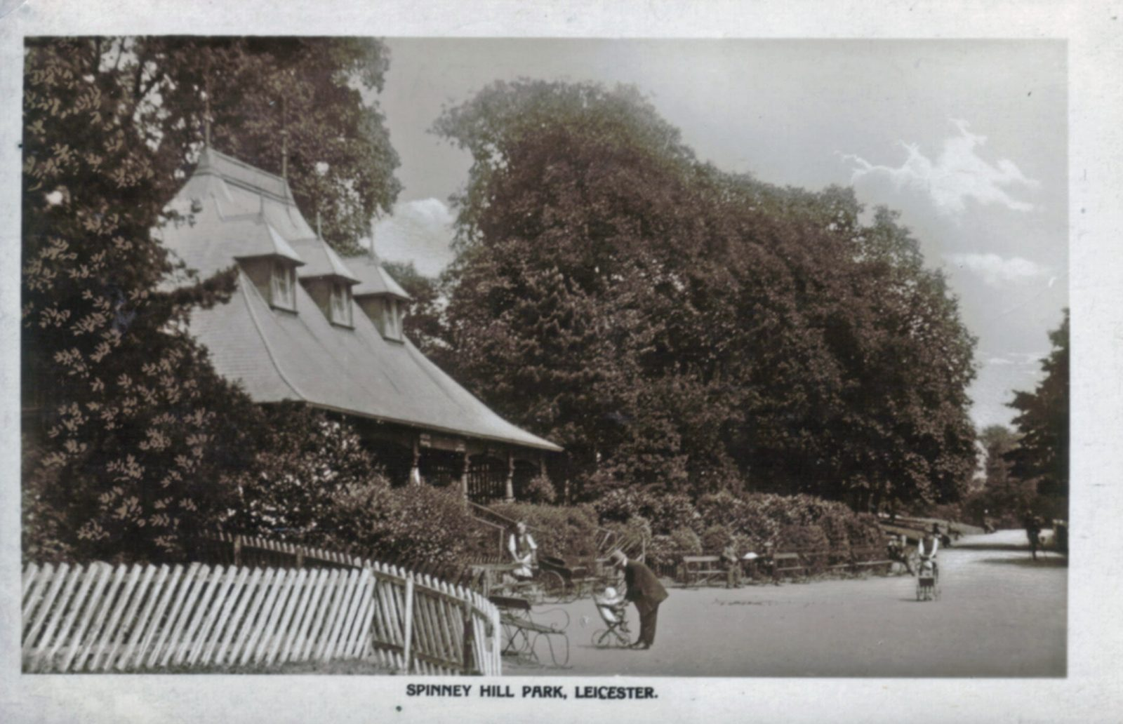 Spinney Hill Park, Leicester. 1901-1920: The Pavilion and broad avenue with children in prams. (File:1200)