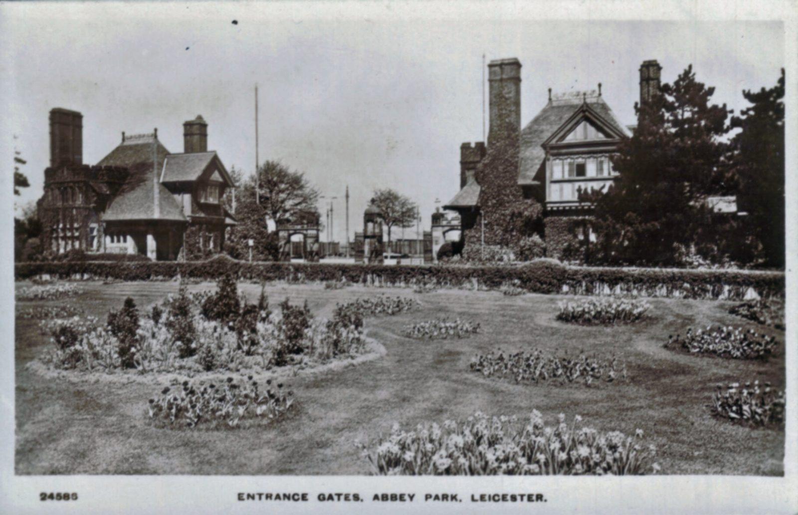 Abbey Park, Leicester. 1901-1920: Main Entrance gates. (File:1205)