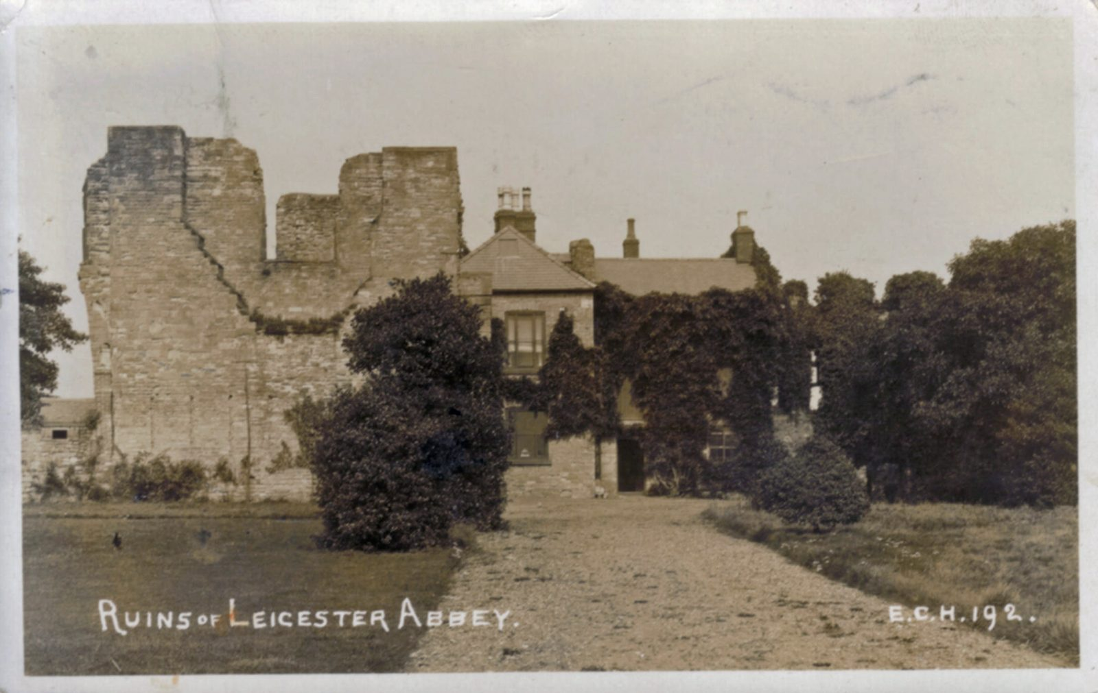 Abbey Park, Leicester. 1901-1920: Ruins of Leicester Abbey. Franked 1915 (File:1207)