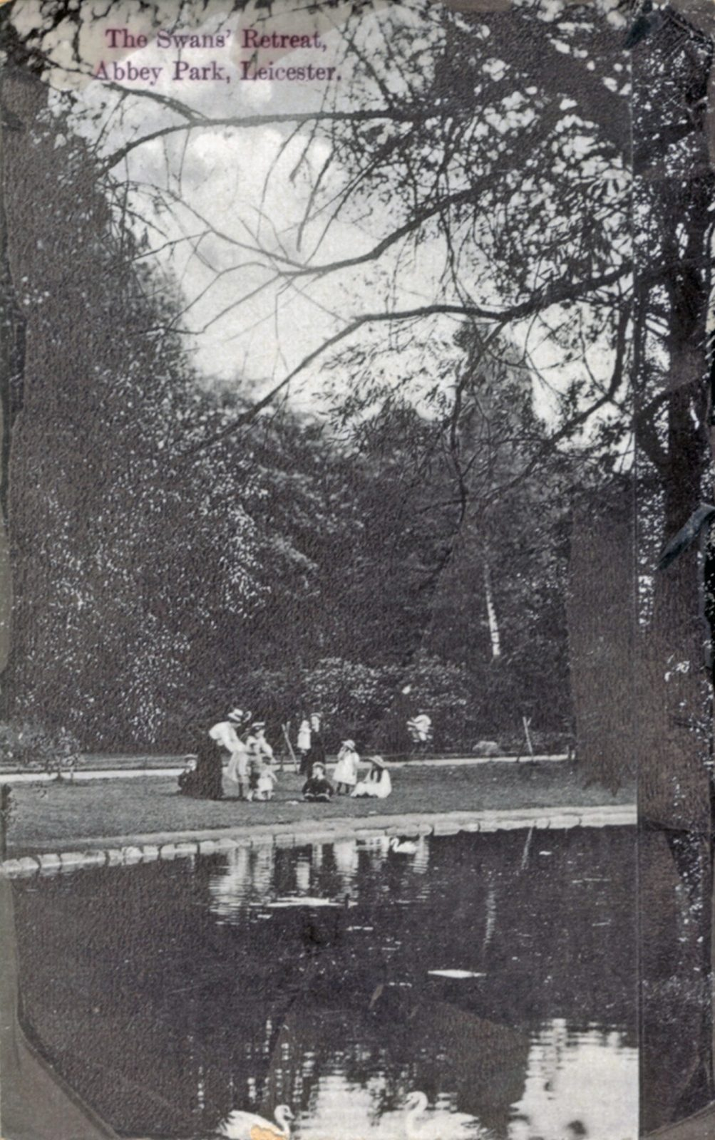 Abbey Park, Leicester. 1901-1920: The Swans Retreat with a family picnic. (File:1208)