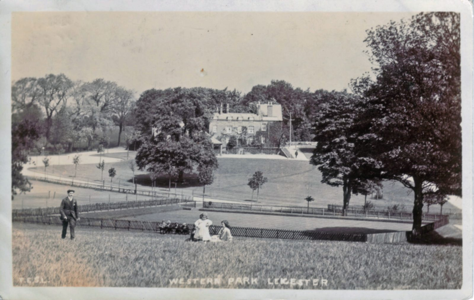 Western Park, Leicester. 1901-1920: Western Park bowling green and Hall. Franked 1909 (File:1224)