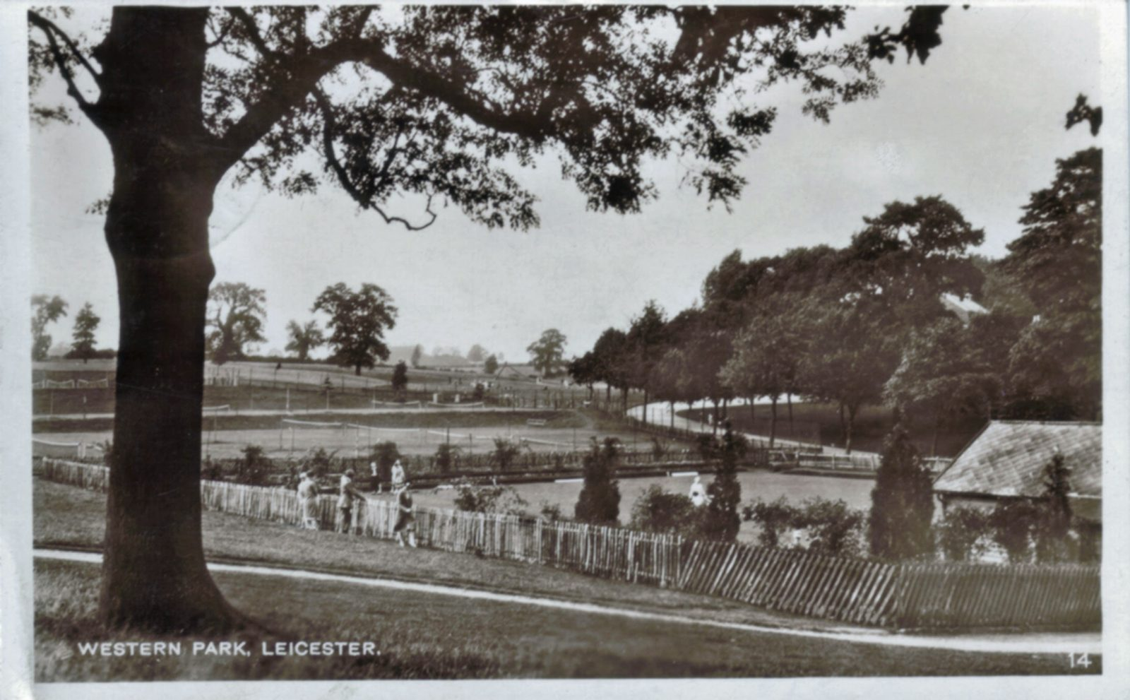 Western Park, Leicester. 1901-1920: Western Park tennis court and bowling green. Posted 1918-21 (File:1225)