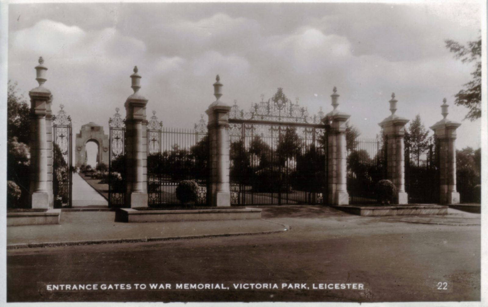 Victoria Park, Leicester. Undated: Entrance gates to war memorial. (File:1229)