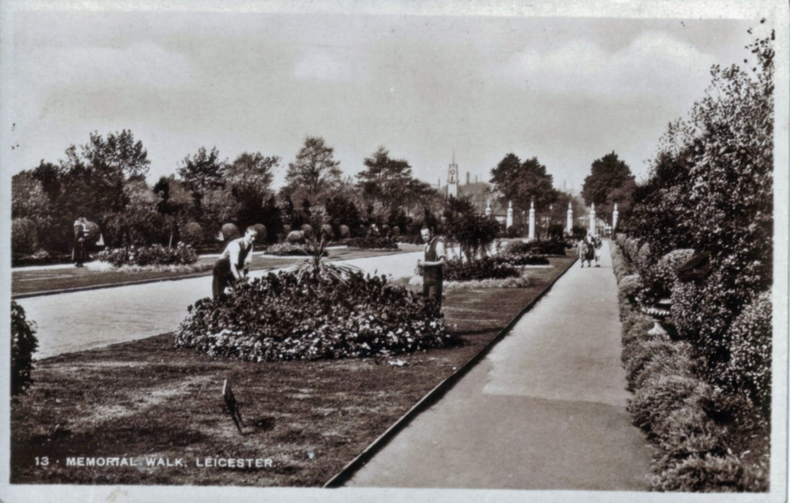 Victoria Park, Leicester. Undated: Memorial walk. (File:1230)