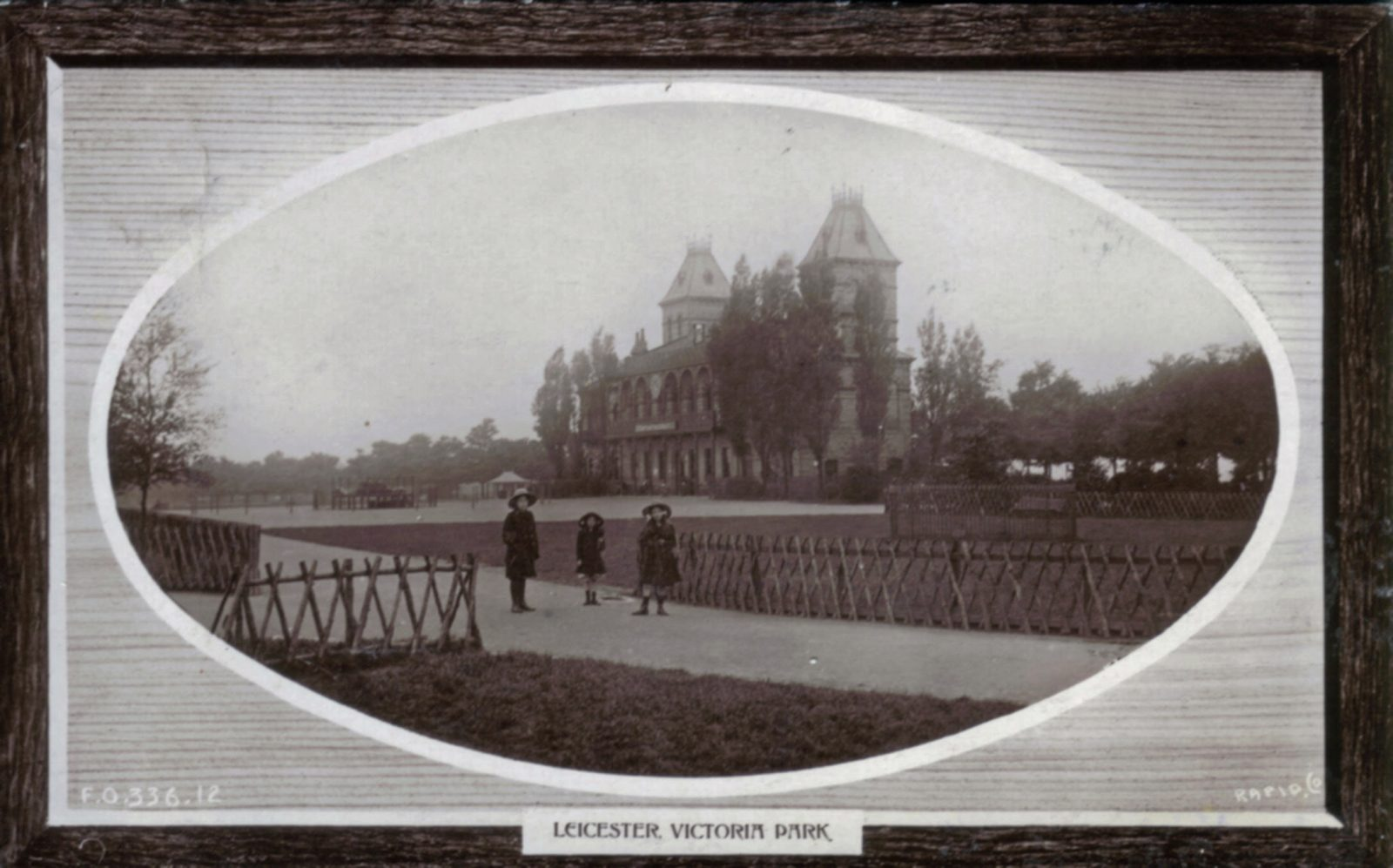 Victoria Park, Leicester. 1901-1920: The Pavilion. Posted 1904-10 (File:1232)