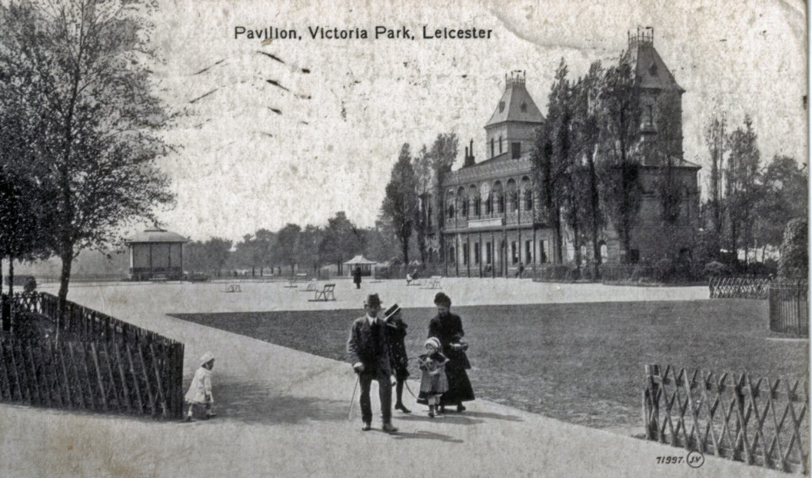 Victoria Park, Leicester. 1901-1920: The Pavilion with family group in foreground. (File:1240)