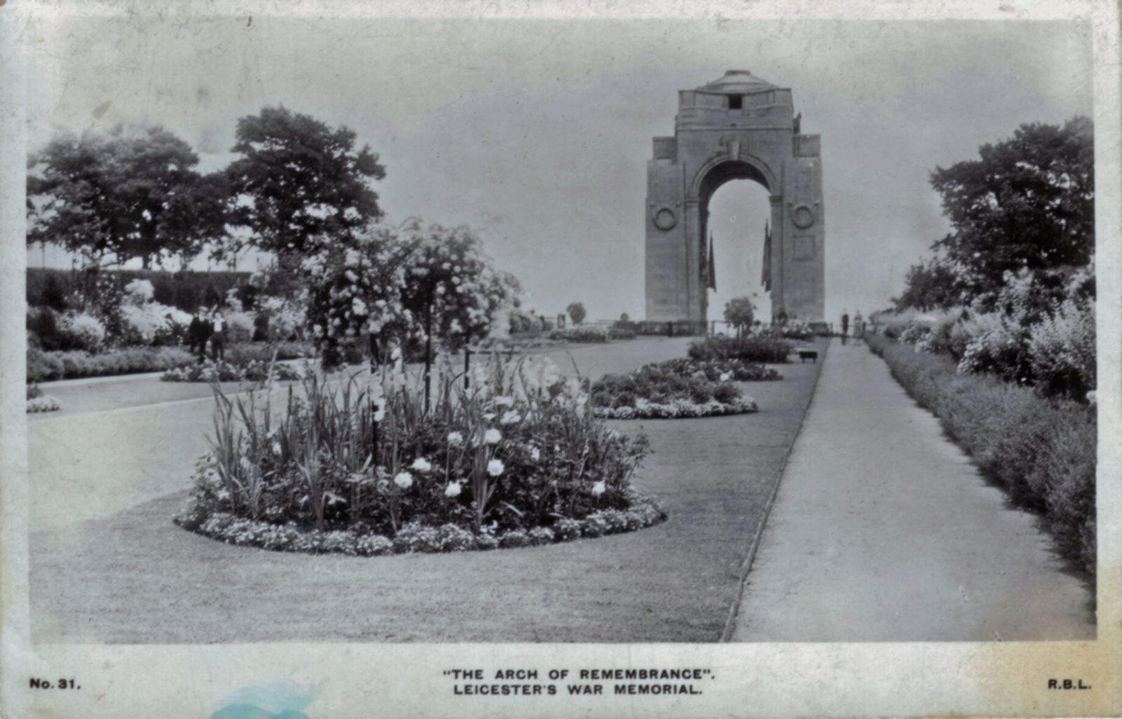 Victoria Park, Leicester. 1901-1920: The arch of remembrance. Leicester War Memorial. Franked 1929 (File:1241)