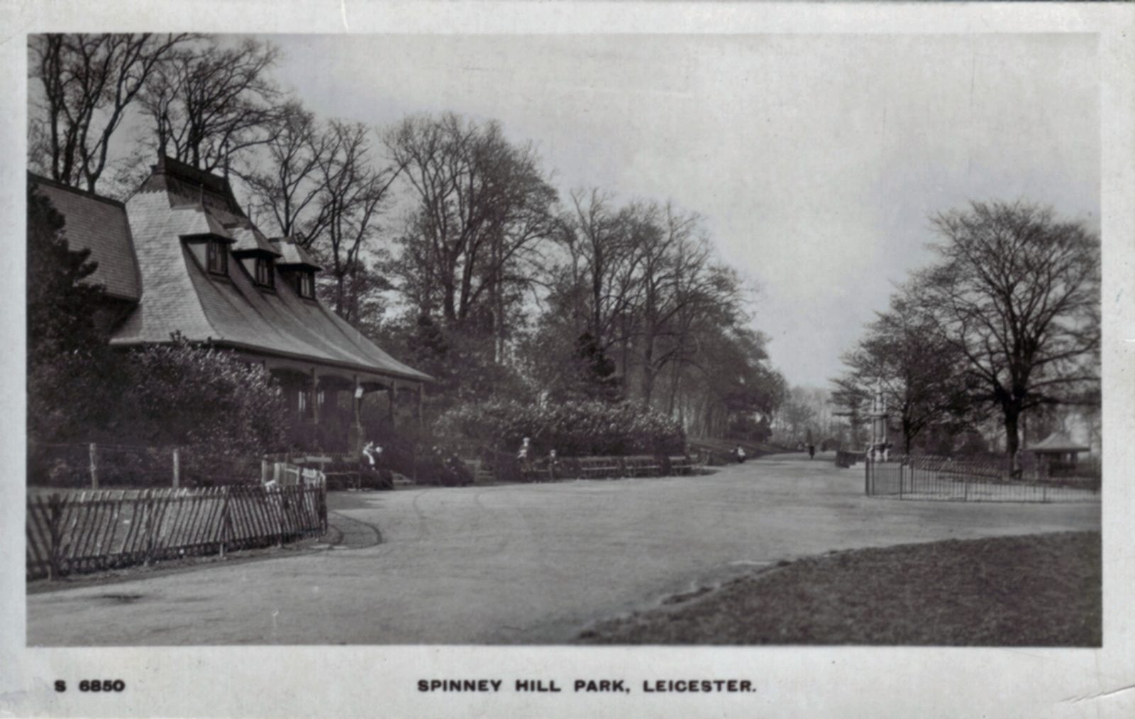 Spinney Hill Park, Leicester. 1901-1920: The Pavilion and broad avenue. Posted 1904-10 (File:1242)
