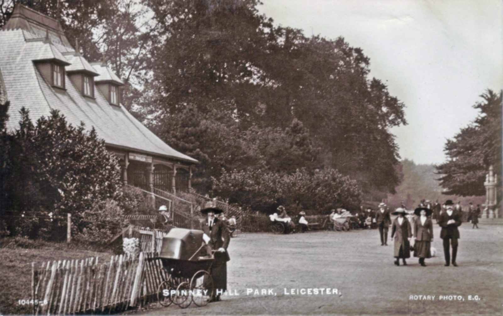 Spinney Hill Park, Leicester. 1921-1940: The Pavilion and broad avenue with many people promenading. (File:1245)
