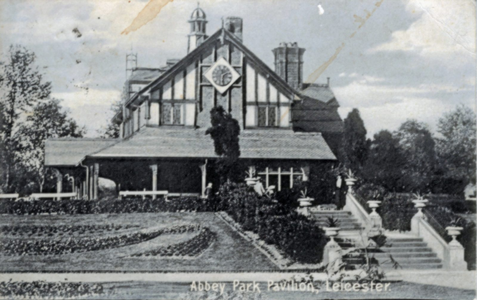 Abbey Park, Leicester. 1901-1920: Pavilion - black and white. Franked 1905 (File:1264)