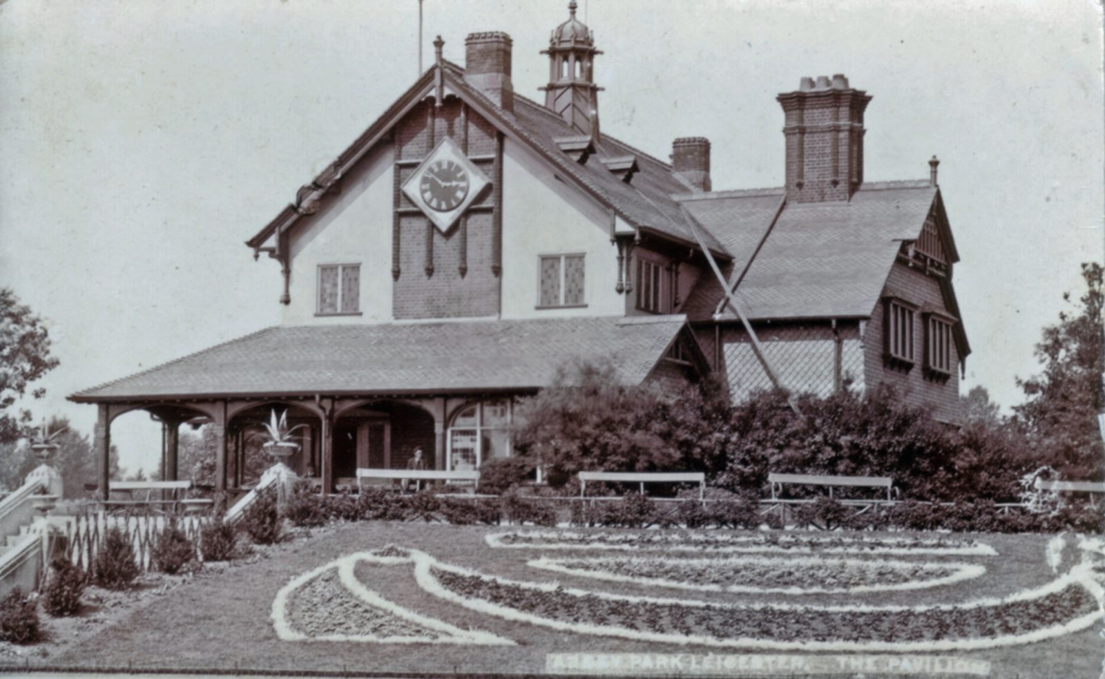 Abbey Park, Leicester. 1901-1920: The Pavilion and formal bedding. (File:1266)