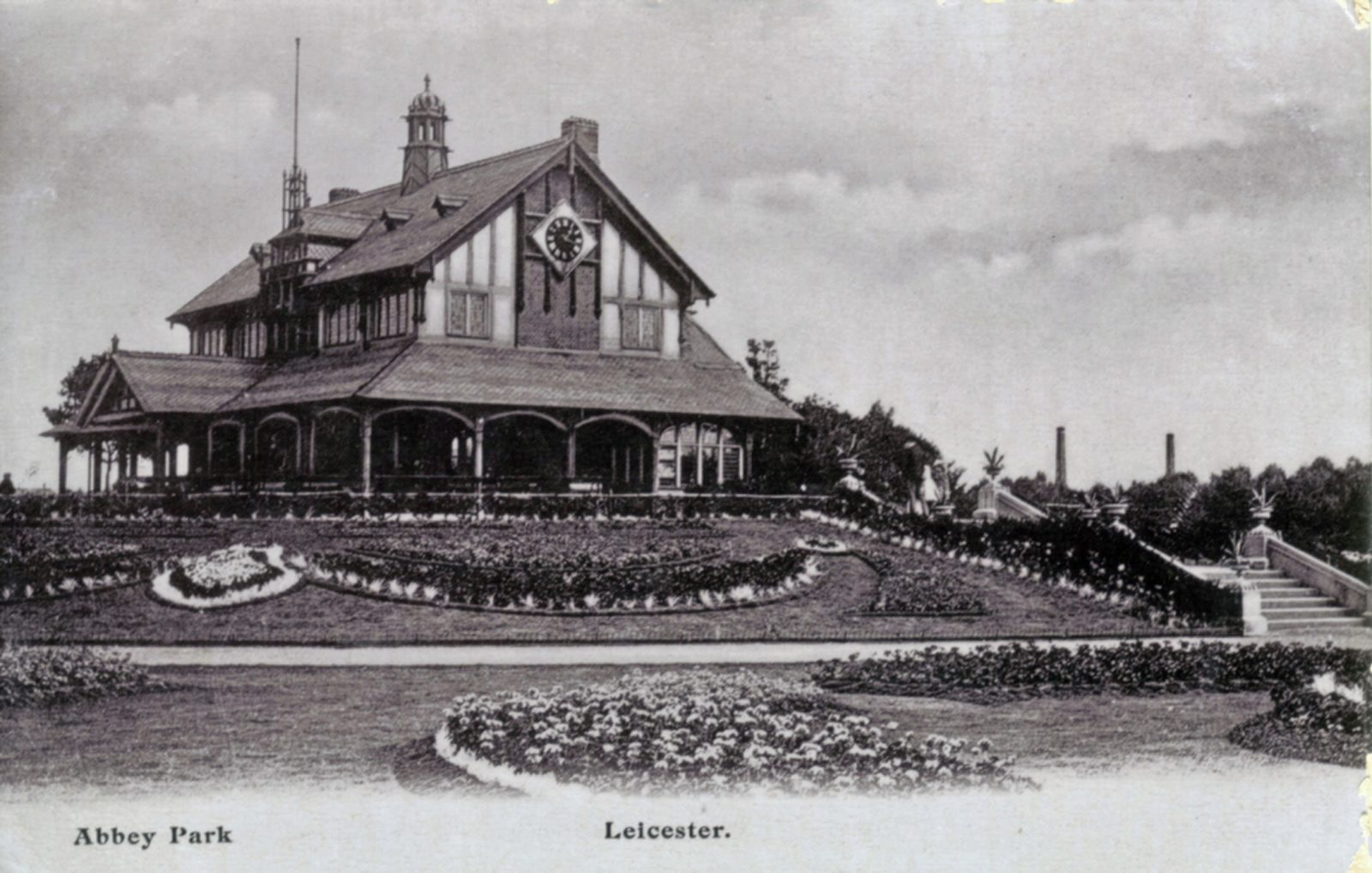 Abbey Park, Leicester. 1901-1920: The Pavilion and formal bedding (File:1267)
