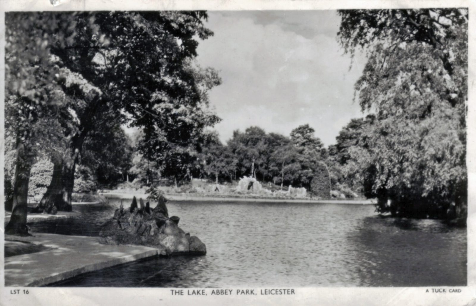 Abbey Park, Leicester. 1941-1960: The Lake. (File:1280)
