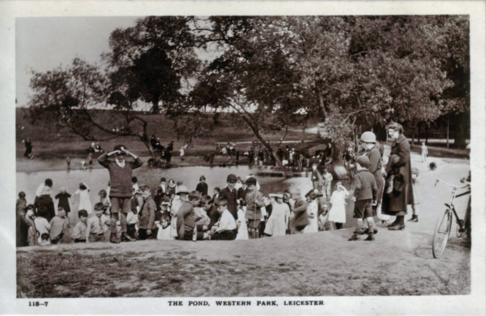 Western Park, Leicester. 1941-1960: The pond with many children playing (File:1426)