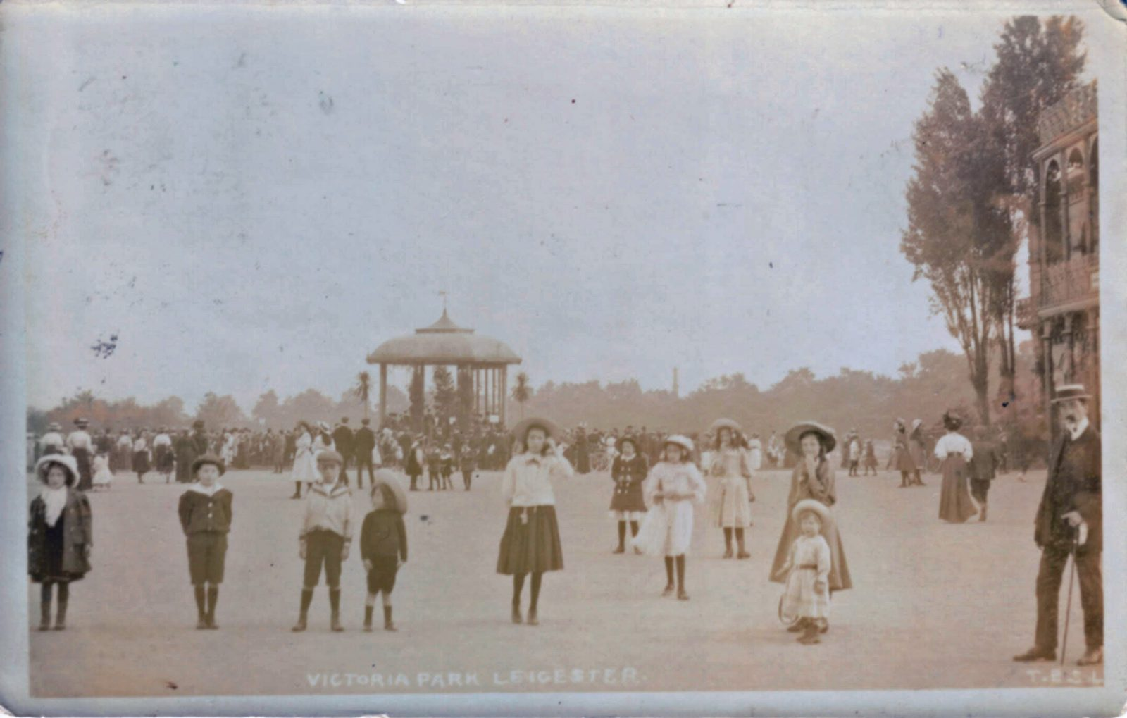 Victoria Park, Leicester. 1901-1920: Children playing with the bandstand in the background (File:1430)