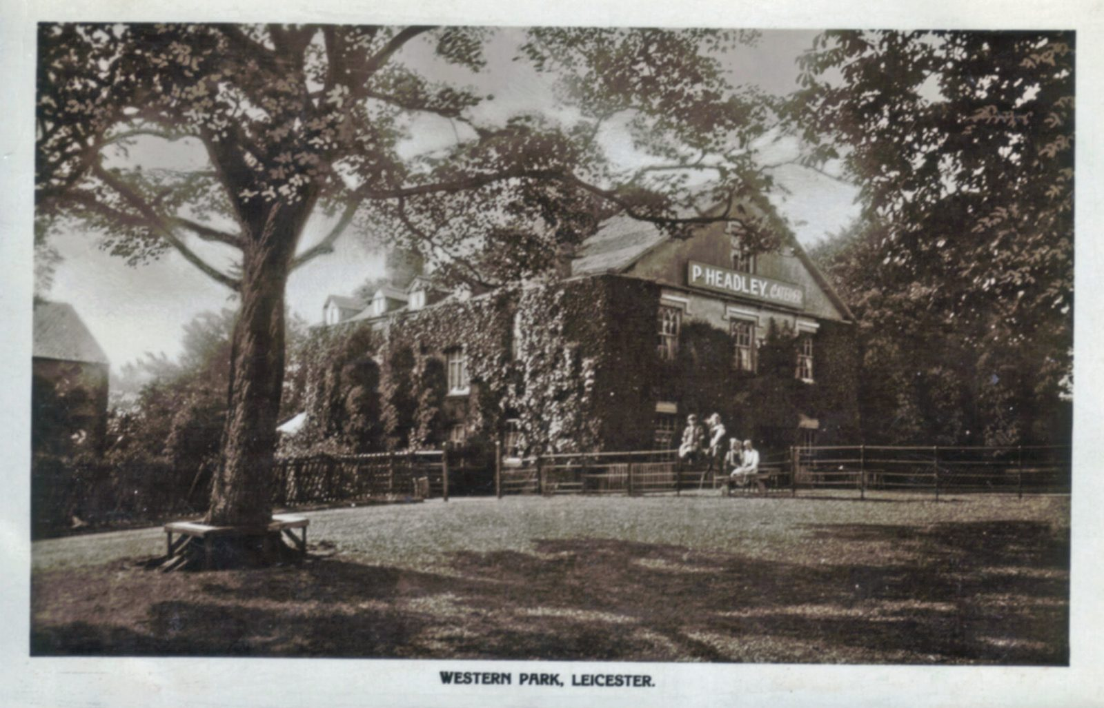 Western Park, Leicester. Undated: Park with restaurant in background (File:1433)