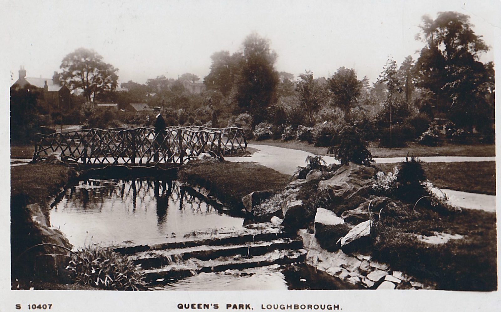 Queens Park, Loughborough. 1901-1920: Pond and rustic bridge. Franked 1916 (File:1449)