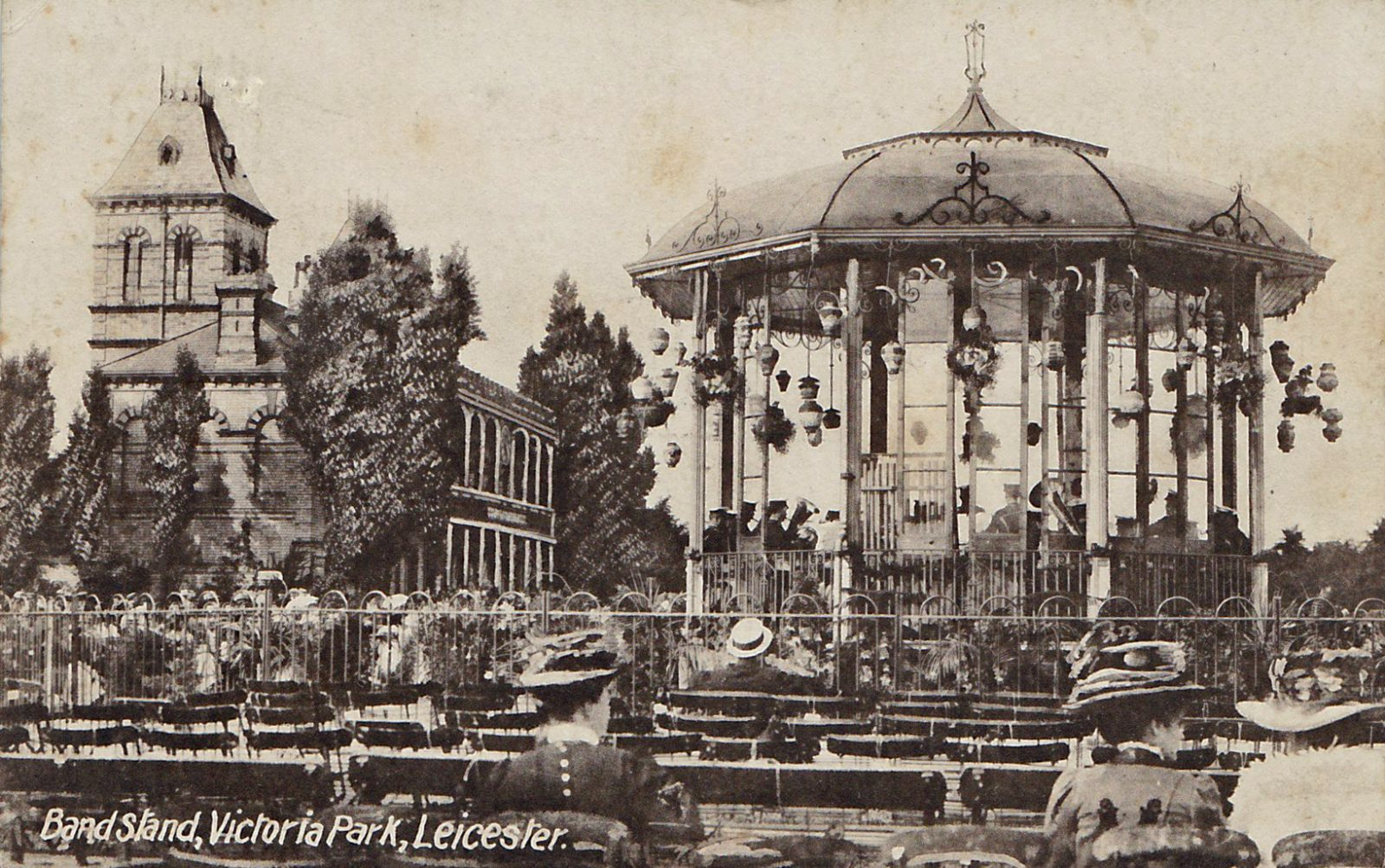 Victoria Park, Leicester. 1901-1920: Bandstand and pavilion in Victoria Park. Franked 1905 (File:1514)