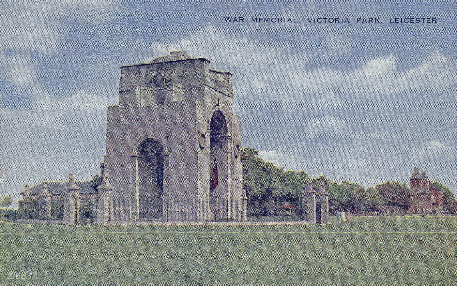 Victoria Park, Leicester. 1941-1960: The war memorial with the pavilion in the background. Franked 1949 (File:1524)