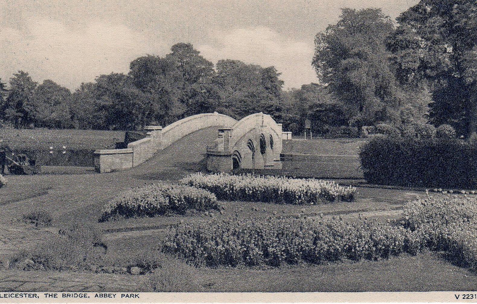 Abbey Park, Leicester. 1921-1940: The bridge (File:1531)