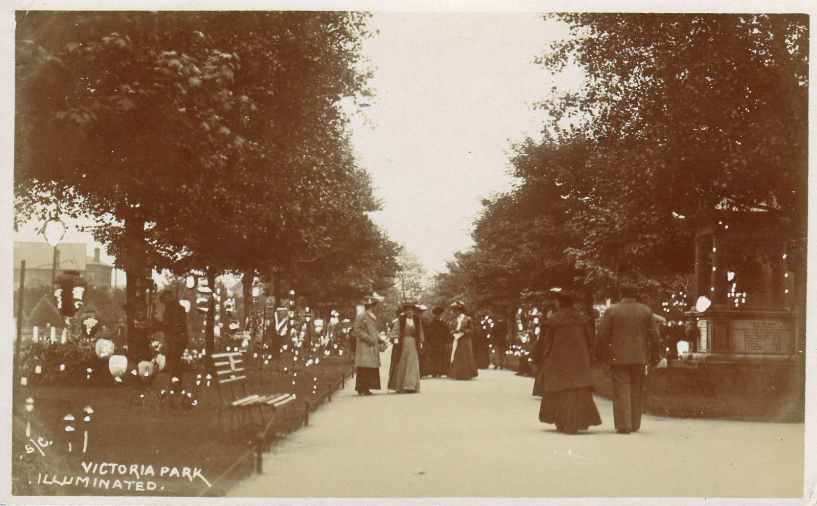 Victoria Park, Leicester. Undated: Illuminated with many decorations (File:1569)